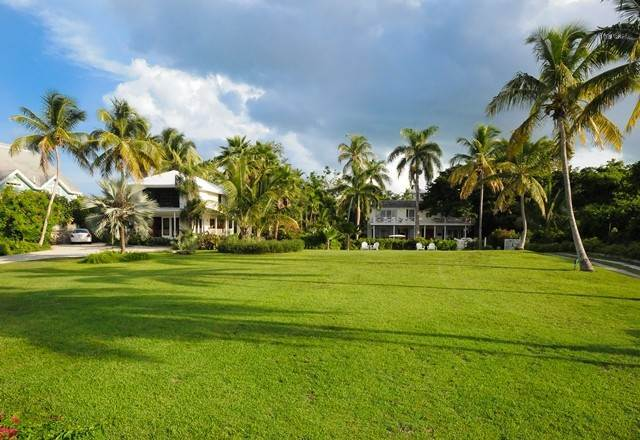Single Family Homes for Sale at Tambourina Island Villa and Cottage, Eastern Road (MLS 24295) Eastern Road, Nassau And Paradise Island, Bahamas