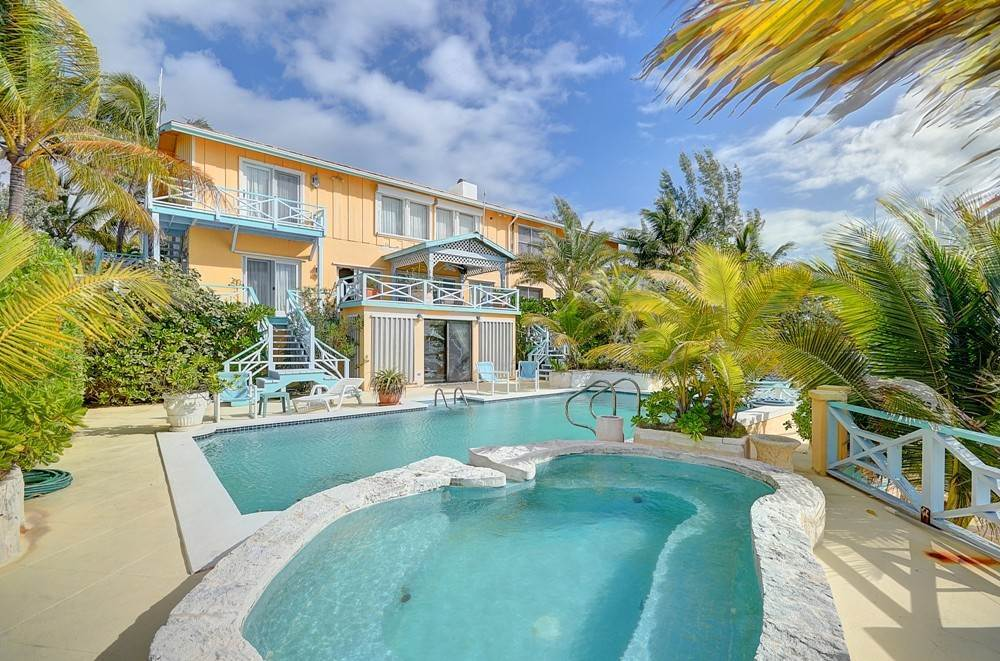 Single Family Homes por un Venta en Beautiful Home and Guest Cottage, On the Water Rainbow Bay, Eleuthera Rainbow Bay, Eleuthera, Bahamas