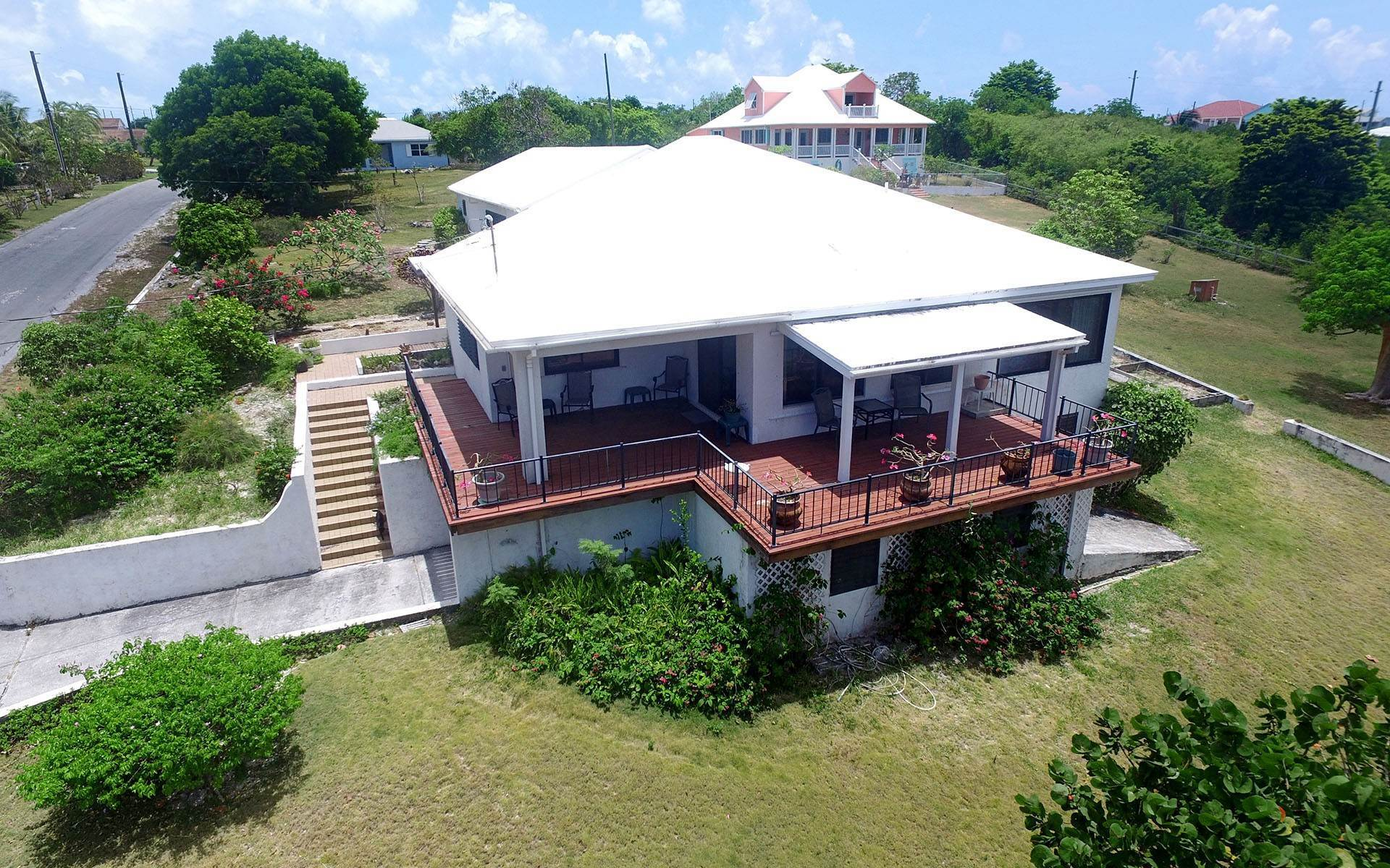 Single Family Homes por un Venta en Russell Island Home With Sea View and Beach Access Russell Island, Eleuthera, Bahamas