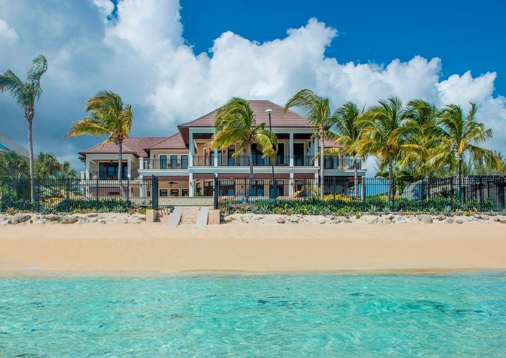 Single Family Homes por un Venta en Happy Feet - Beachfront Home, Coral Harbour Coral Harbour, Nueva Providencia / Nassau, Bahamas