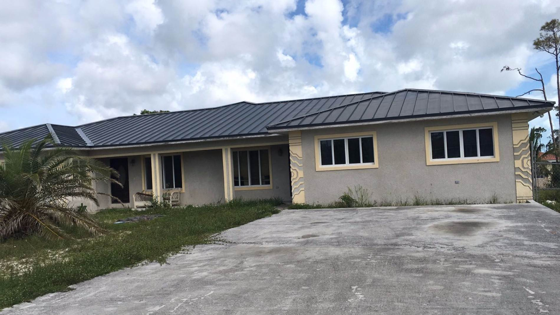 Multifamiliar por un Venta en Duplex Property in Lucaya Excellent Investment Lease to Own!!! Windsor Park, Gran Bahama Freeport, Bahamas