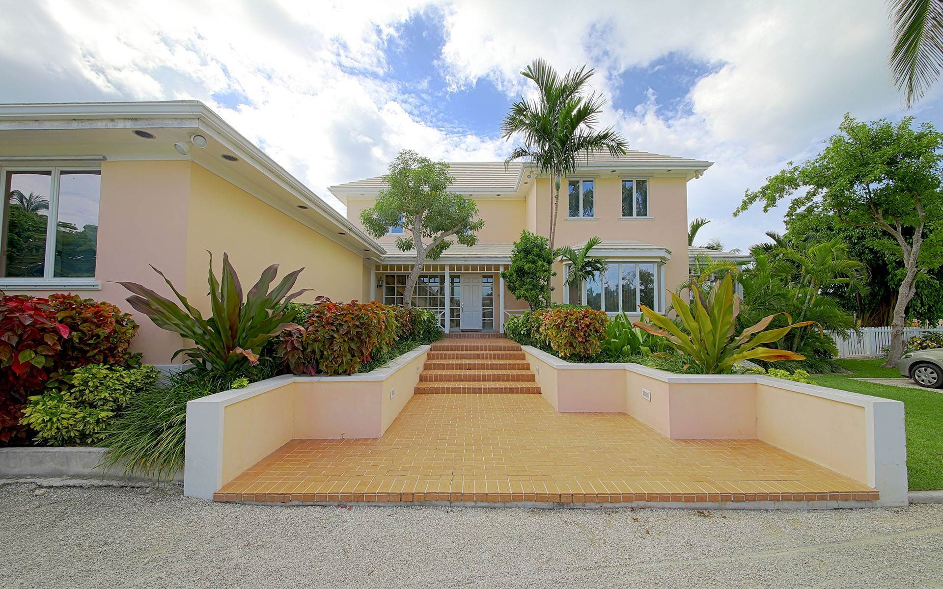 Single Family Homes for Sale at Beautiful Lyford Cay Canalfront Home Lyford Cay, Nassau And Paradise Island, Bahamas