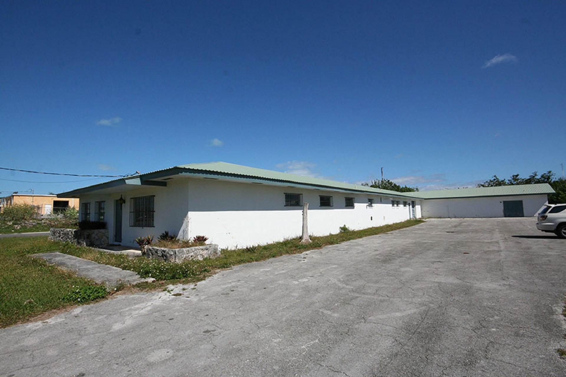 Commercial for Sale at Large Commercial building in the Civic Industrial Area Civic Industrial Area, Freeport And Grand Bahama, Bahamas