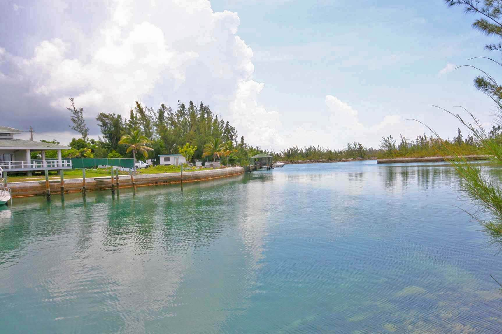 Terreno por un Venta en Tourist Commercial Canal Lot ideally located Across from Island Seas Resort and Beach!! Silver Cove, Gran Bahama Freeport, Bahamas