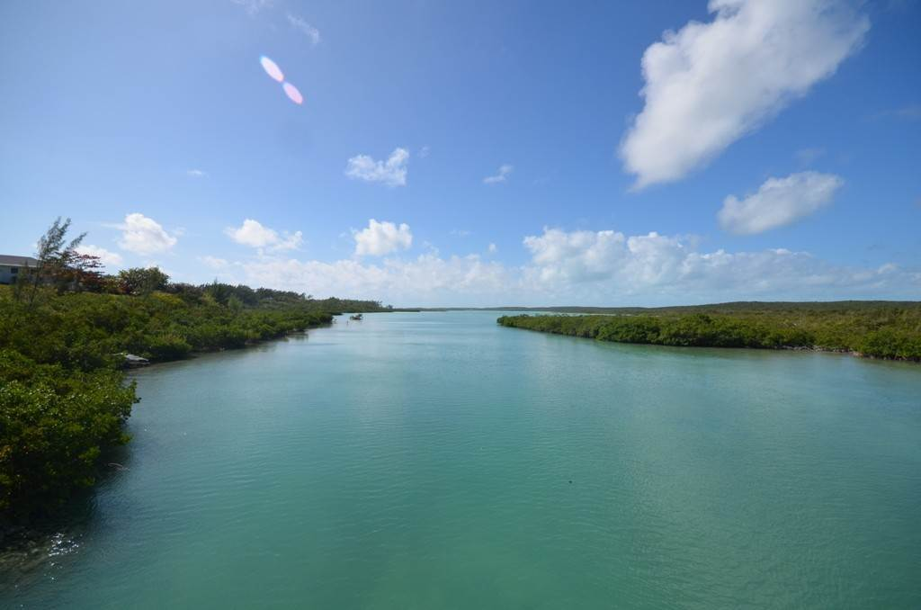 Terreno por un Venta en Lots 73 & 74 with 1.21 acres overlooking Savannah Sound on Windermere Island - MLS 37264 Windermere Island, Eleuthera, Bahamas