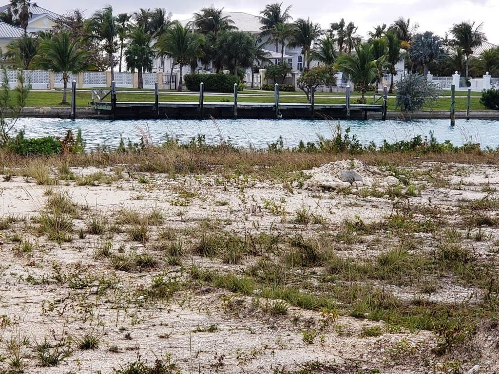 Terreno por un Venta en Gorgeous Single Family Lot on the Canal Bahamia West Replat - MLS 36251 Bahamia, Gran Bahama Freeport, Bahamas