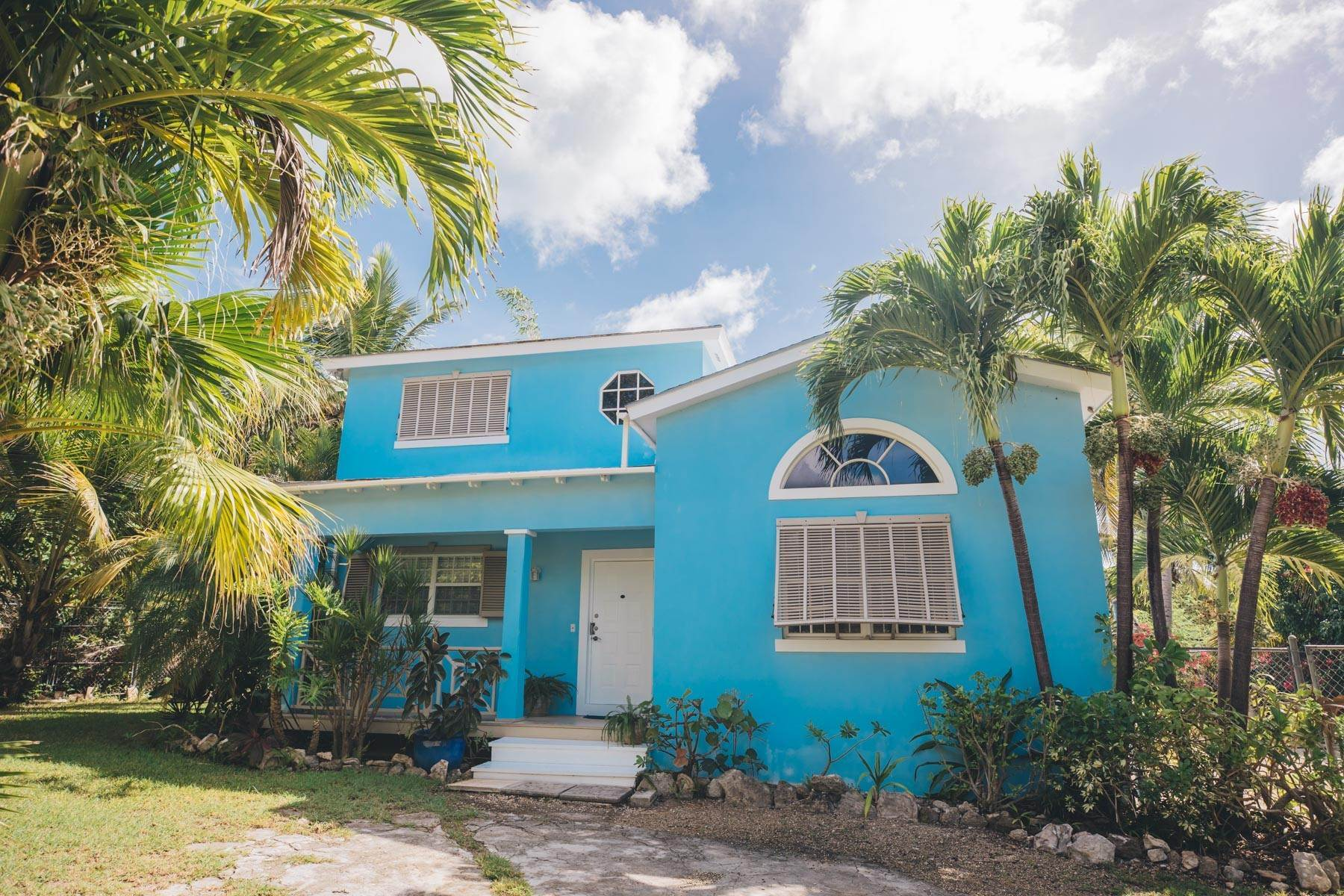 Single Family Homes for Sale at Great Starter Home Nassau And Paradise Island, Bahamas