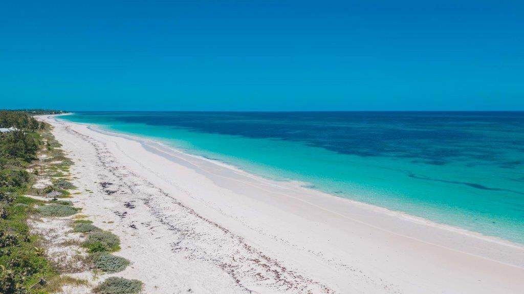 Terreno por un Venta en Unique Beach front Homesite at Windermere Beach Estates - Section A, Lot 8 and 125 - MLS 38496 Windermere Island, Eleuthera, Bahamas