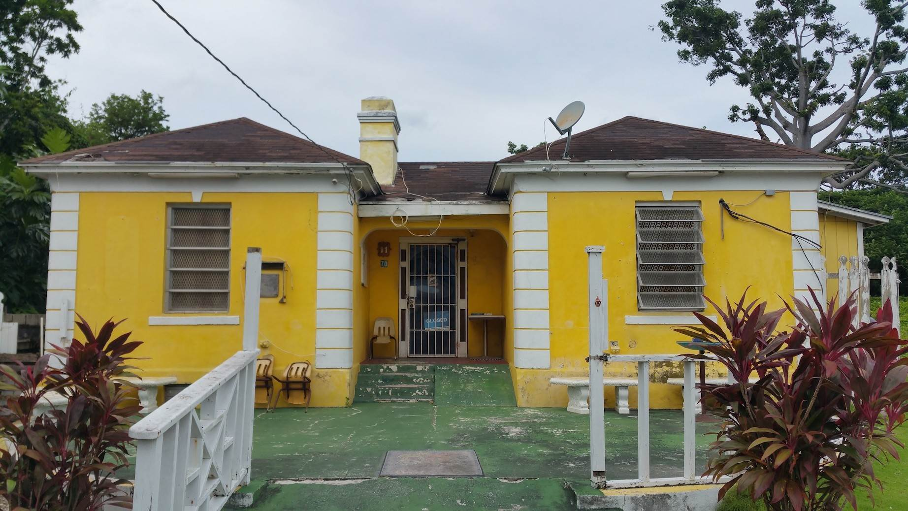 Commercial for Sale at Small Restaurant on Very Large Lot Chippingham, Nassau And Paradise Island, Bahamas