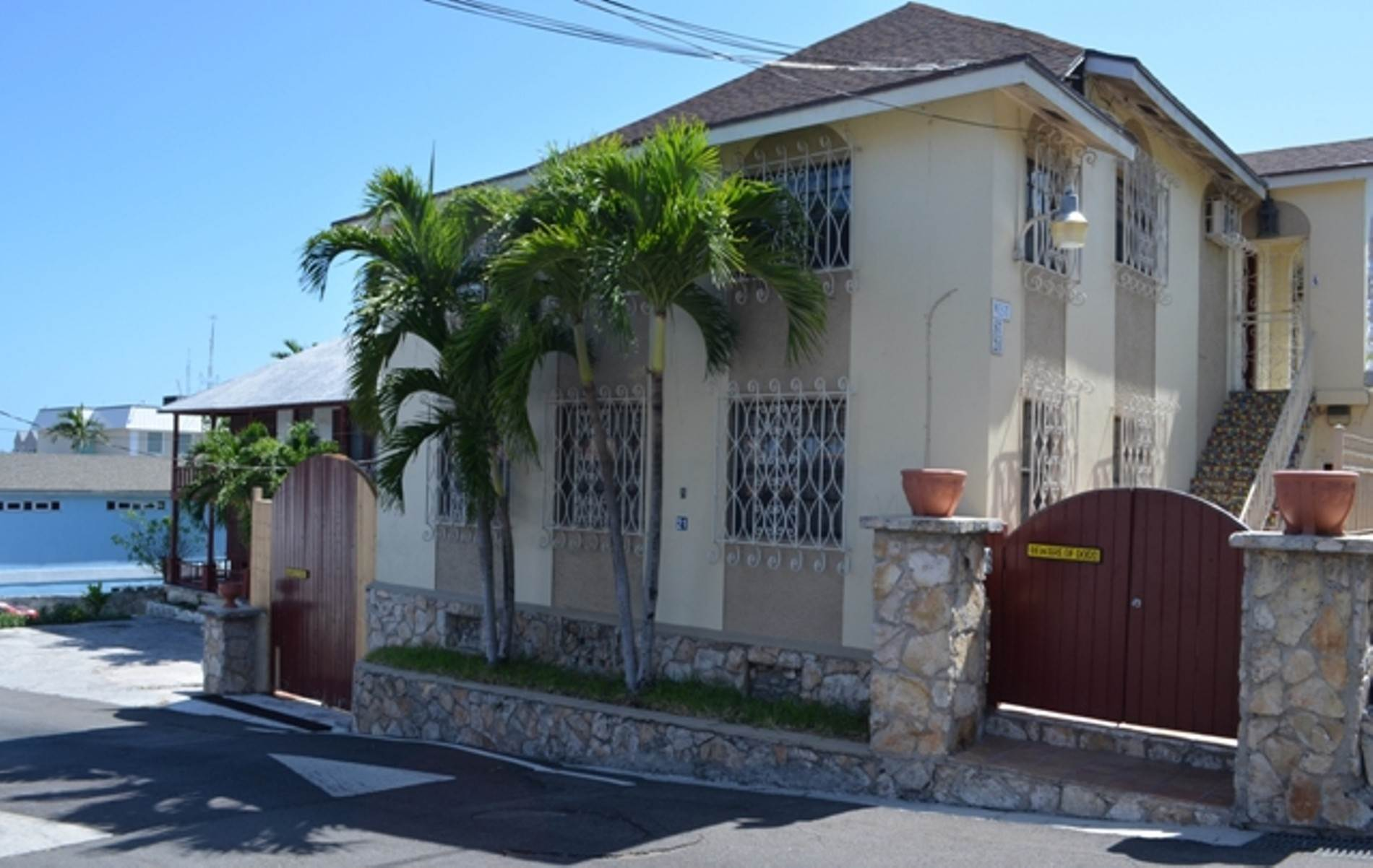 Commercial for Sale at Commercial Buildings Near Town - MLS 39003 Old Nassau, Nassau And Paradise Island, Bahamas