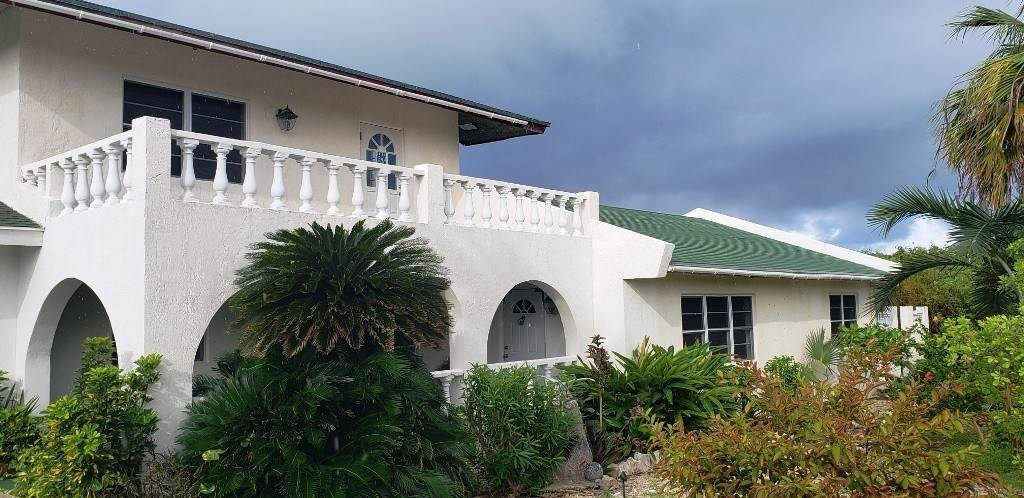 Single Family Homes for Sale at Great Family Home, North Eleuthera - MLS 39120 Whale Point, Eleuthera, Bahamas