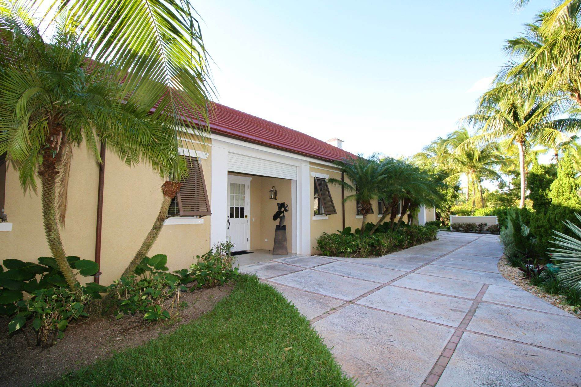 Single Family Homes por un Venta en Beautifully Designed Home in Luxury community of Old Fort Bay Old Fort Bay, Nueva Providencia / Nassau, Bahamas