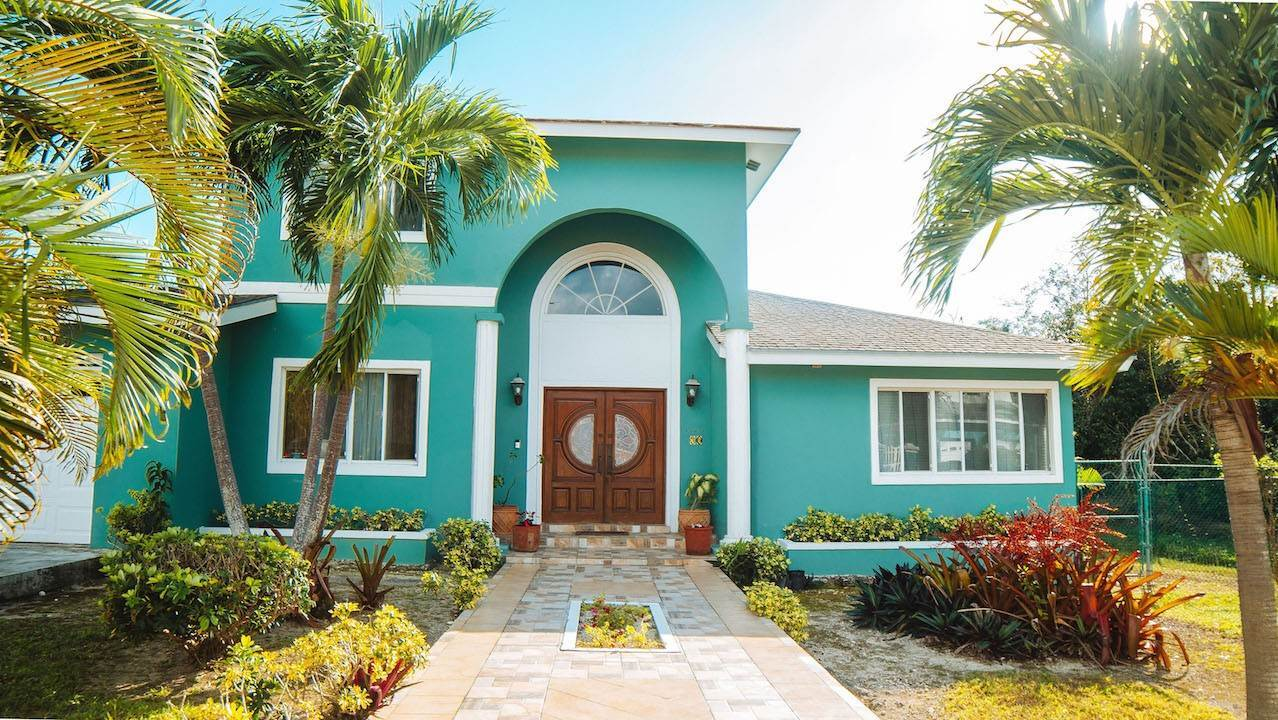 Single Family Homes for Sale at Beautiful Home in Lake Cunningham Estates Lake Cunningham, Nassau And Paradise Island, Bahamas