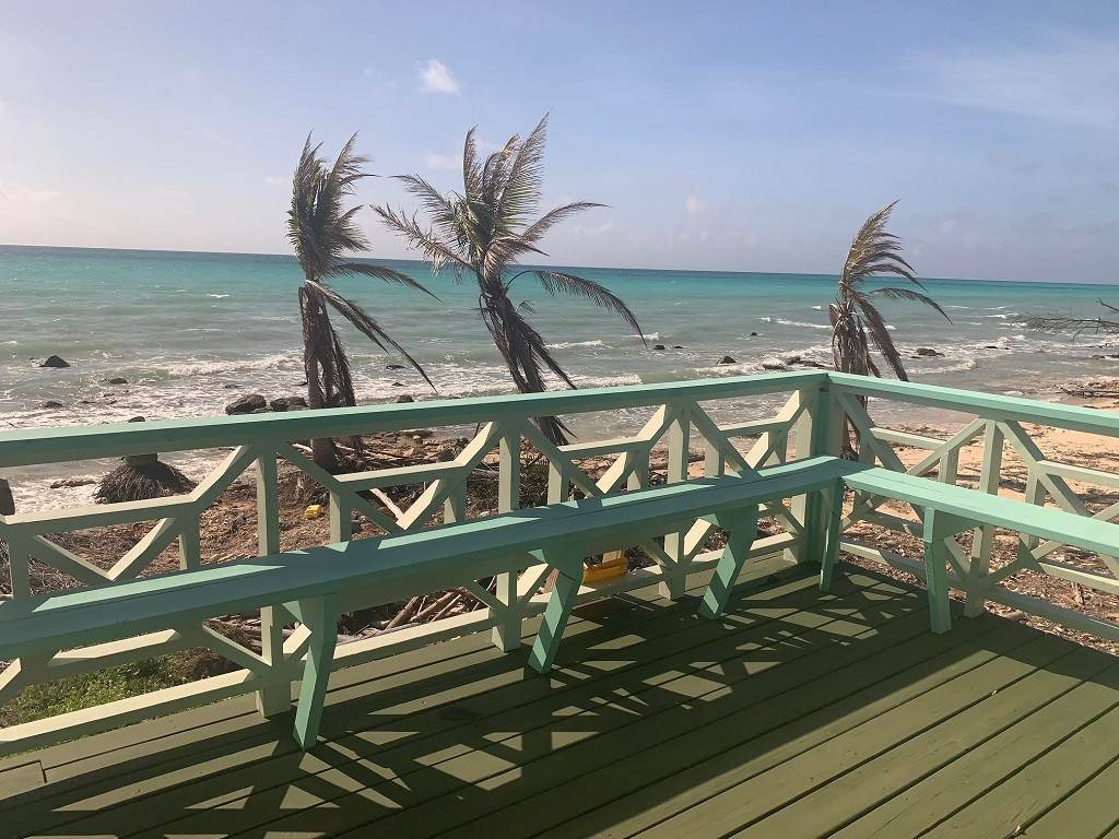 Single Family Homes por un Venta en Discover the joy of oceanfront cottage living! MLS 40327 Turtle Reef Estates, Gran Bahama Freeport, Bahamas