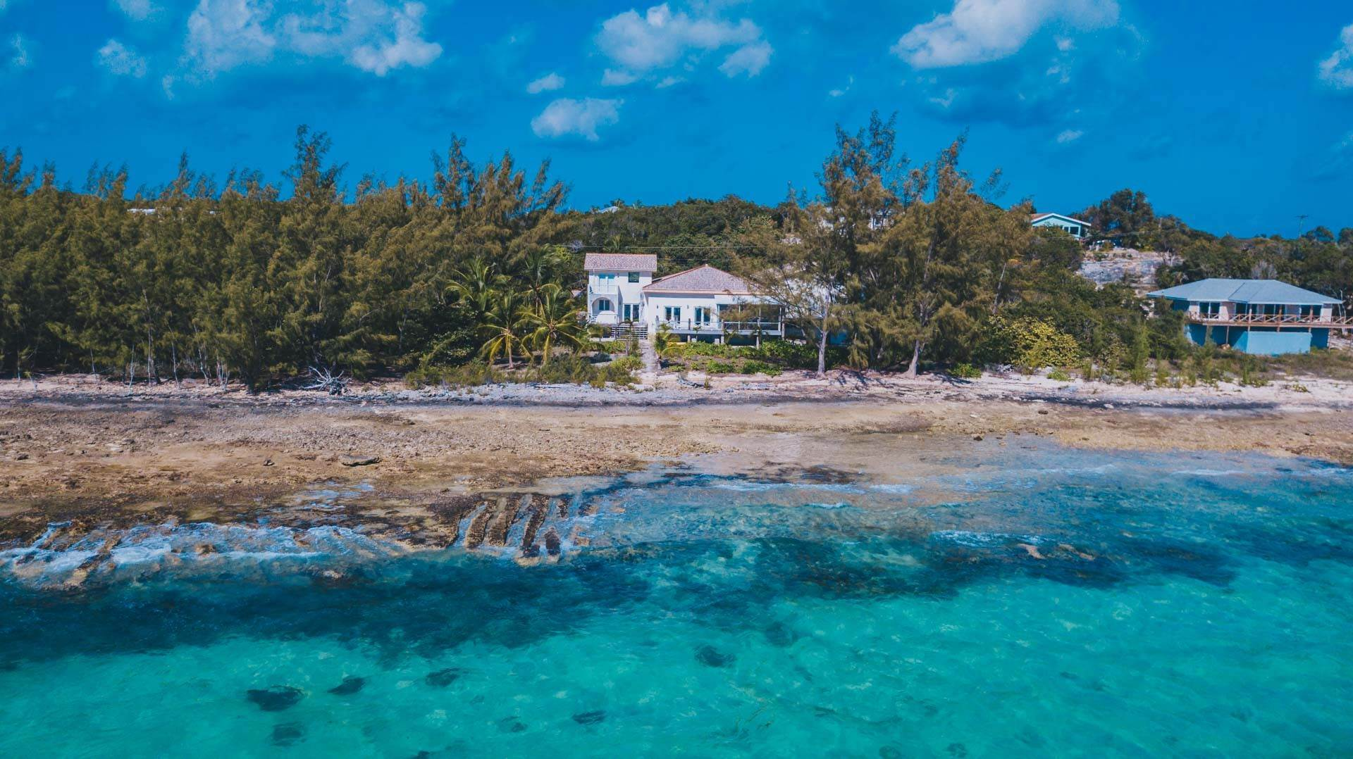 Single Family Homes por un Venta en Superb Waterfront Investment Opportunity - Sunset Villa Palmetto Shores, Eleuthera - MLS 41082 Palmetto Point, Eleuthera, Bahamas