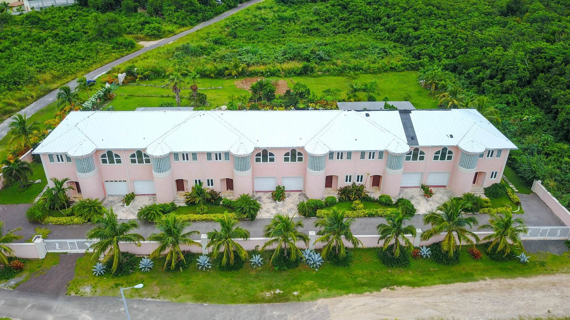 Single Family Homes por un Venta en Caves Crest Apartments Caves Heights, Nueva Providencia / Nassau, Bahamas