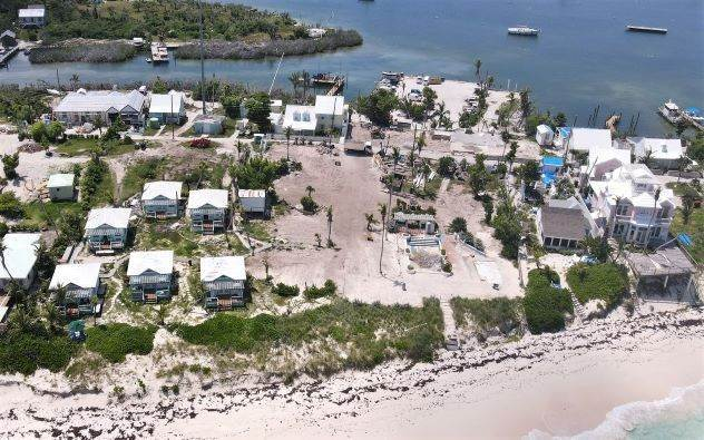 Terreno por un Venta en Exceptionally Beautiful Beachfront Property in Hope Town - MLS 41816 Elbow Cay Hope Town, Abaco, Bahamas