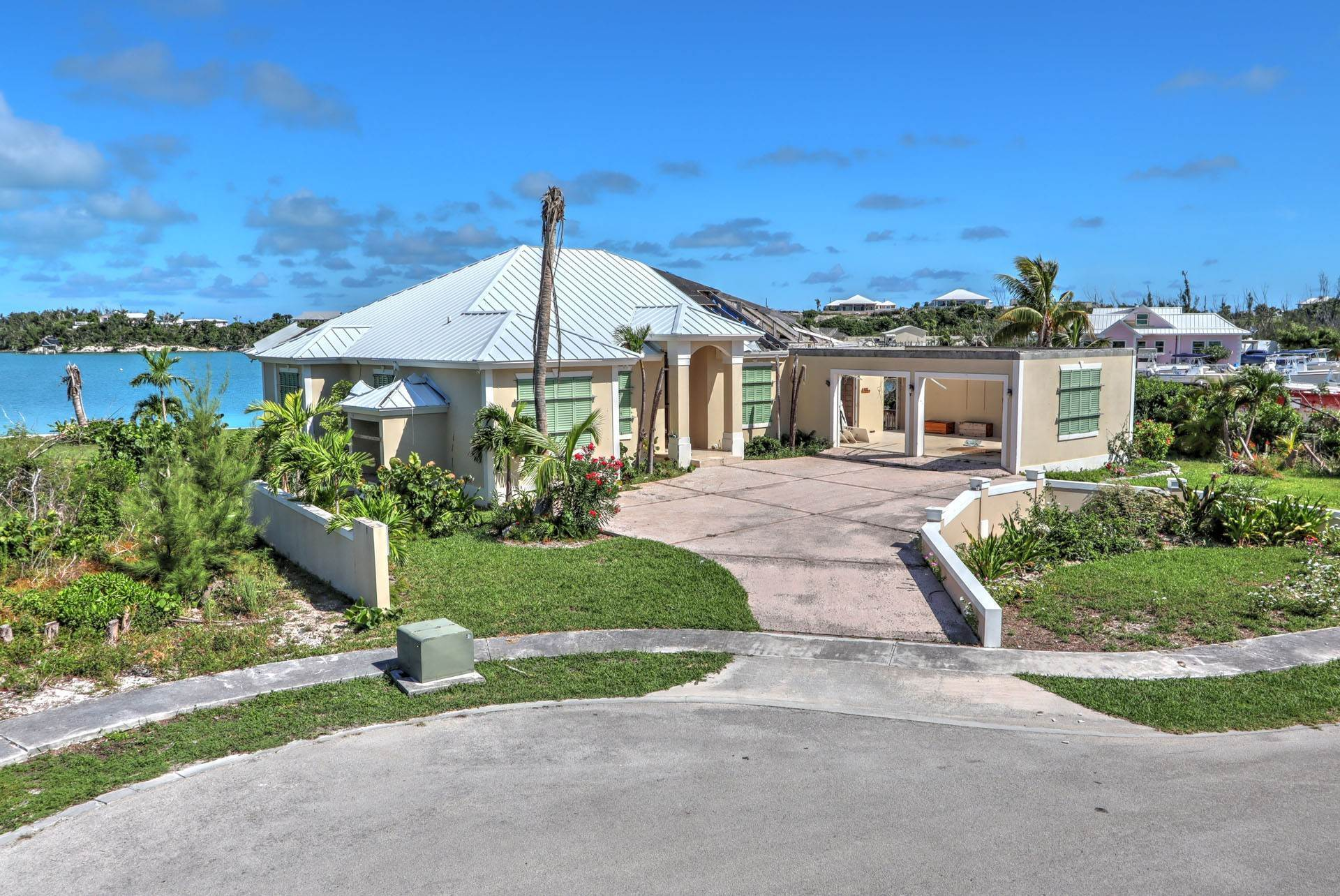 Single Family Homes por un Venta en #2 Royal Harbour, Marsh Harbour View Stately Home - MLS 41825 Marsh Harbour, Abaco, Bahamas