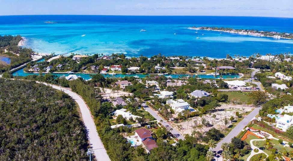 Land for Sale at Elevated Double Lot with Sea Views! Lyford Cay, Nassau And Paradise Island, Bahamas