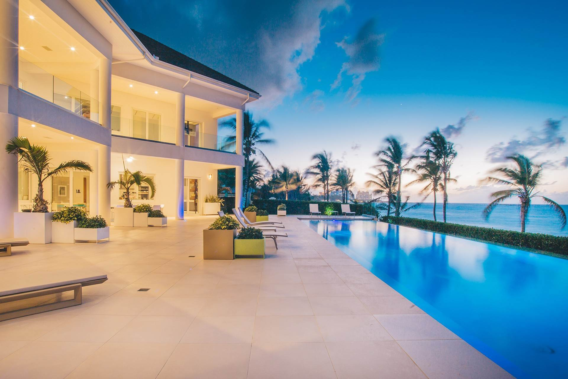 Single Family Homes por un Venta en 3 North Shore Terrace, A Contemporary Masterpiece Ocean Club Estates, Paradise Island, Nueva Providencia / Nassau Bahamas