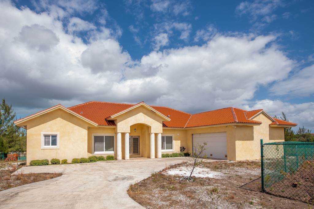 Single Family Homes for Sale at Canal front Charming Home in perfect location ! - MLS 43967 Bahamia, Freeport And Grand Bahama, Bahamas