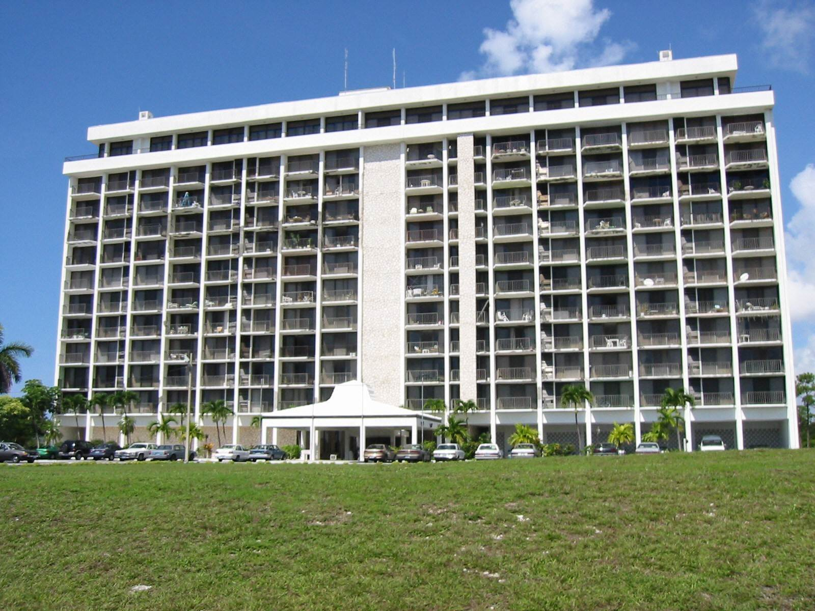 Co-op / Condominio por un Alquiler en Beautiful 8th Floor Condo Greening Glade, Gran Bahama Freeport, Bahamas