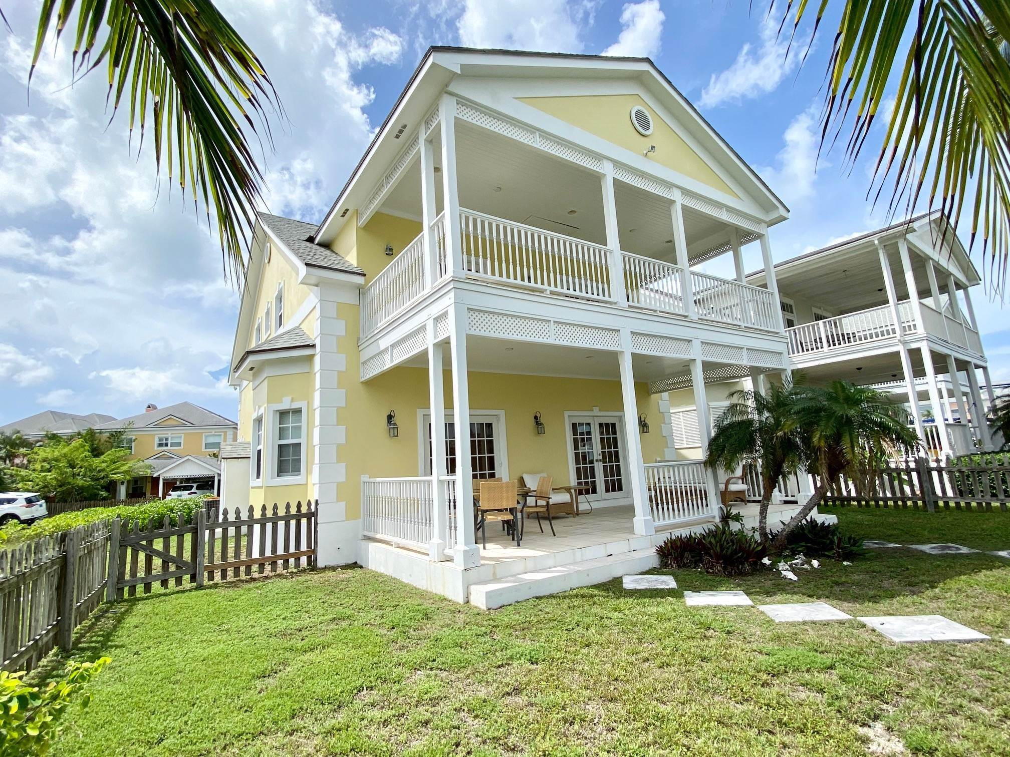 Single Family Homes for Rent at Executive 3 bedroom plus office/4th bedroom with dock in Sandyport Sandyport, Cable Beach, Nassau And Paradise Island Bahamas