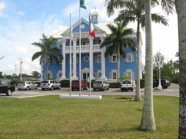 Comercial por un Alquiler en Executive office space on the Mall Drive Downtown Freeport, Gran Bahama Freeport, Bahamas