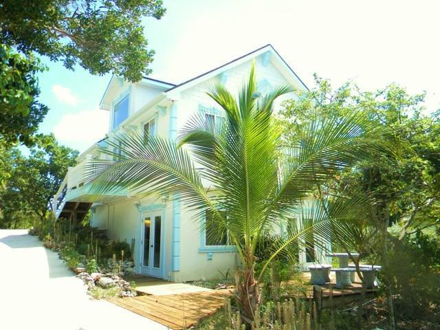 Single Family Homes por un Alquiler en Prime Waterfront Dock House on Black Sound Green Turtle Cay, Abaco, Bahamas
