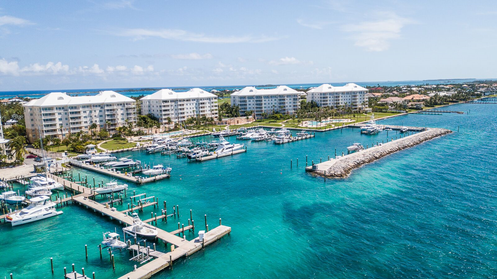 Co-op / Condominio por un Alquiler en Opulent Apartment in the Ocean Club Residences Ocean Club Residences and Marina, Ocean Club Estates, Nueva Providencia / Nassau Bahamas