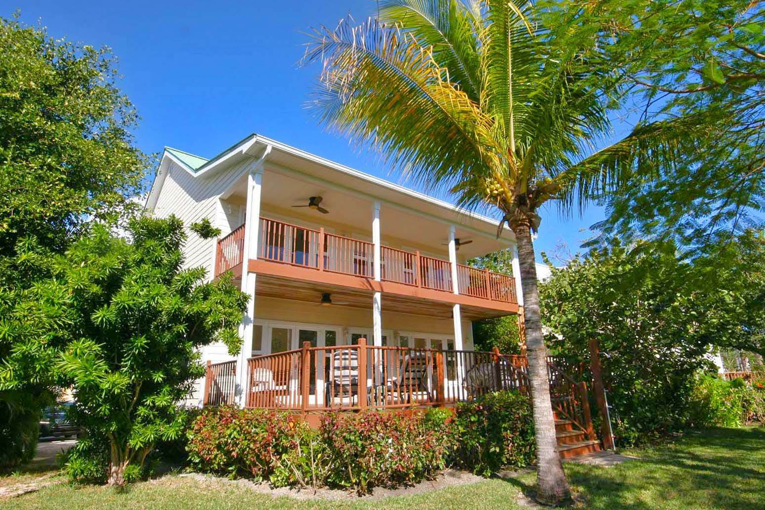 Single Family Homes for Rent at Gorgeous Customized 5 Bedroom Home in Gated Beachfront Community of Shoreline Shoreline, Lucaya, Freeport And Grand Bahama Bahamas