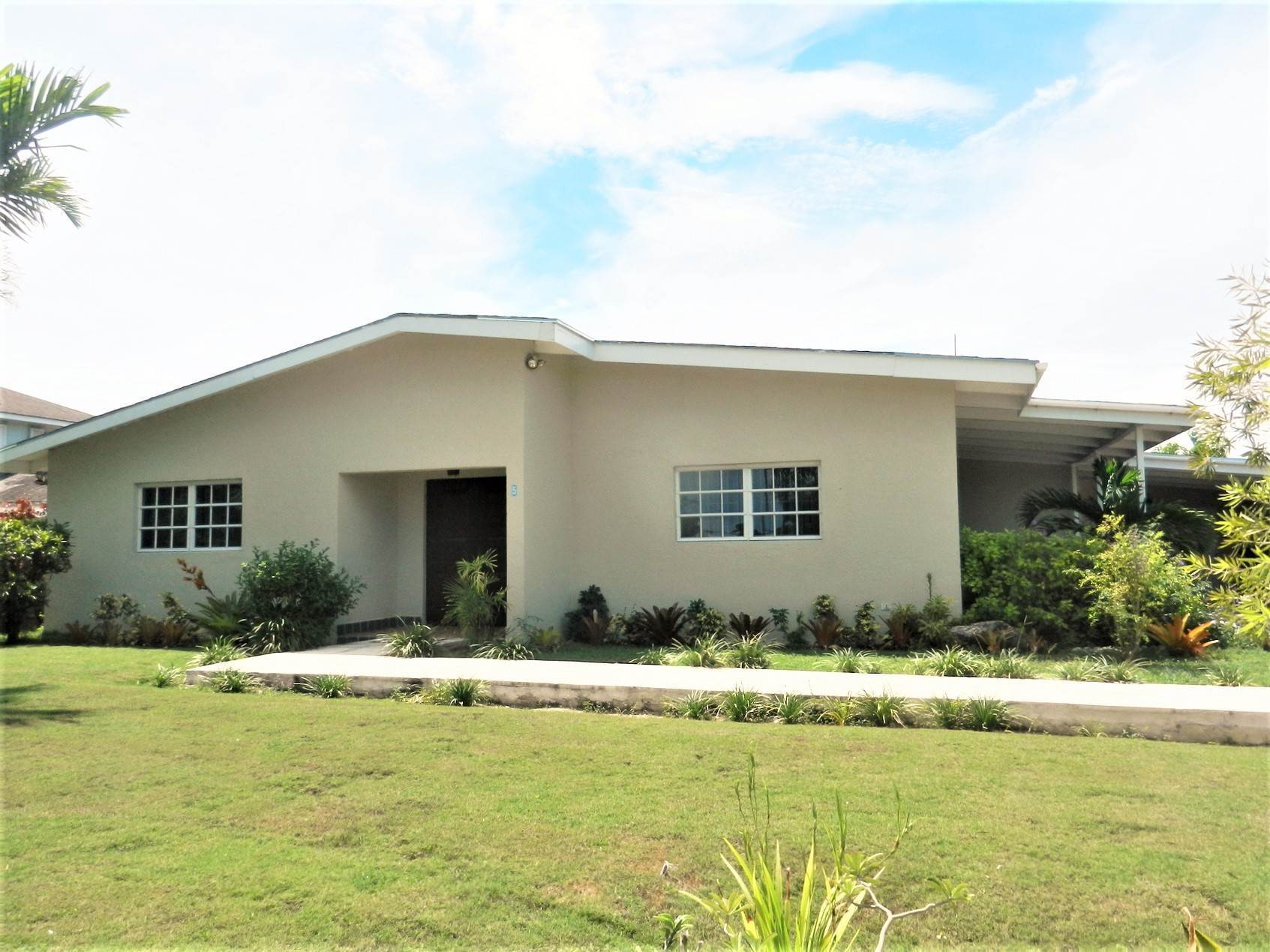 Single Family Homes por un Alquiler en Lovely Family Home with Large Garden, Pool and back-up Generator - MLS 39185 Eastern Road, Nueva Providencia / Nassau, Bahamas