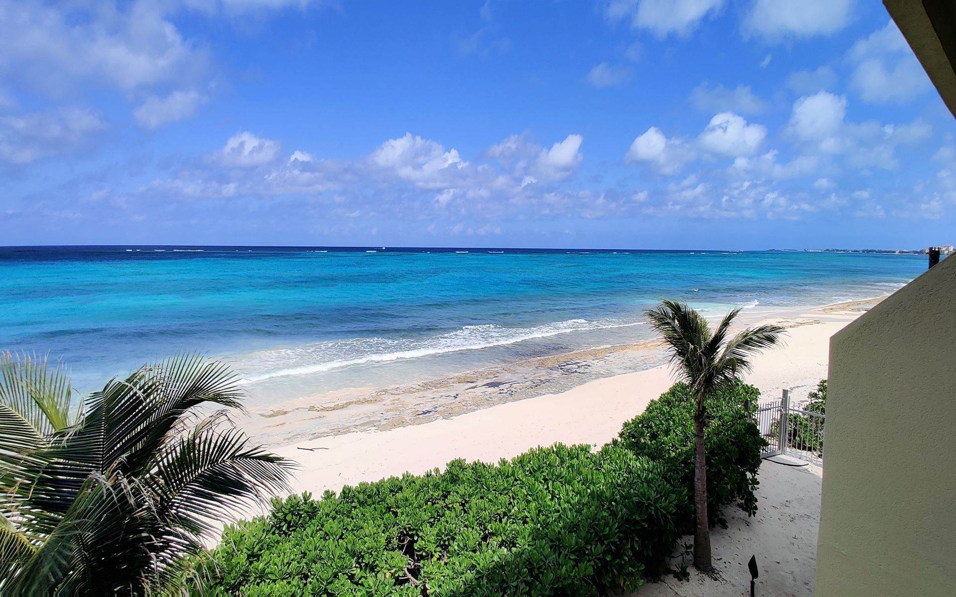 Co-op / Condominio por un Alquiler en Columbus Cove Beachfront Townhouse Love Beach, Nueva Providencia / Nassau, Bahamas