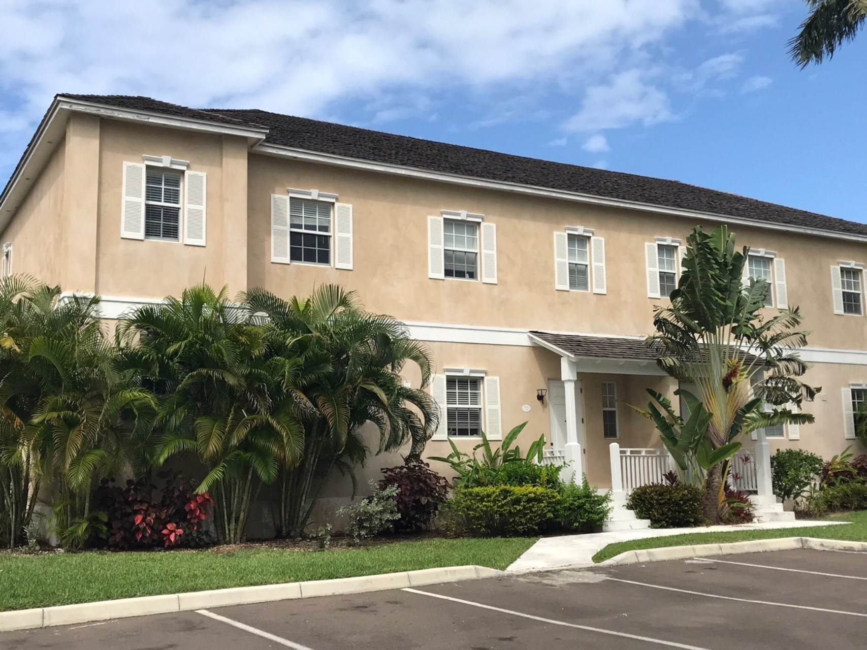 Co-op / Condo for Rent at Executive Balmoral Townhouse - MLS 41847 Cable Beach, Nassau And Paradise Island, Bahamas