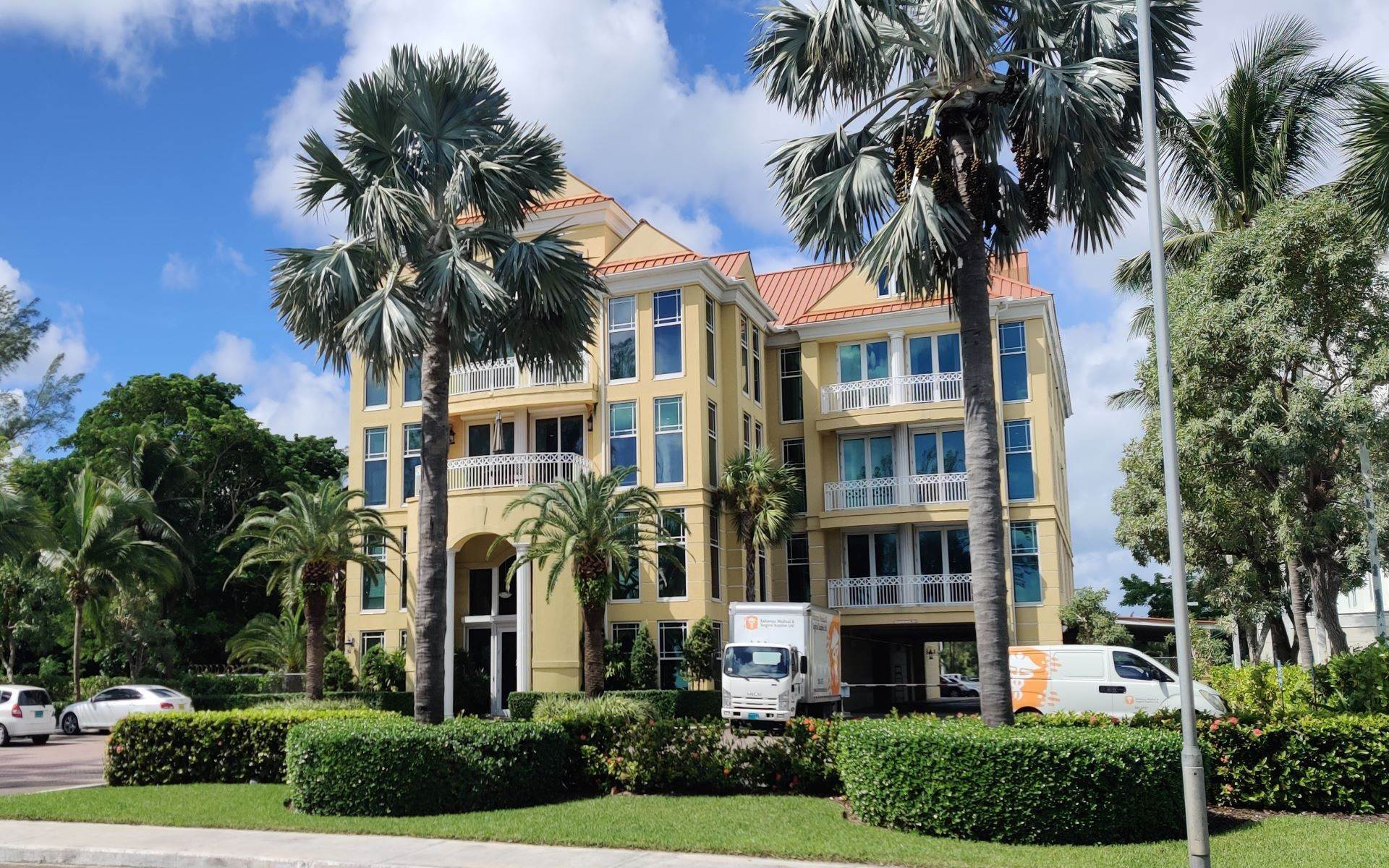 Commercial for Rent at Prime Office Space Across from Montagu Beach Nassau And Paradise Island, Bahamas