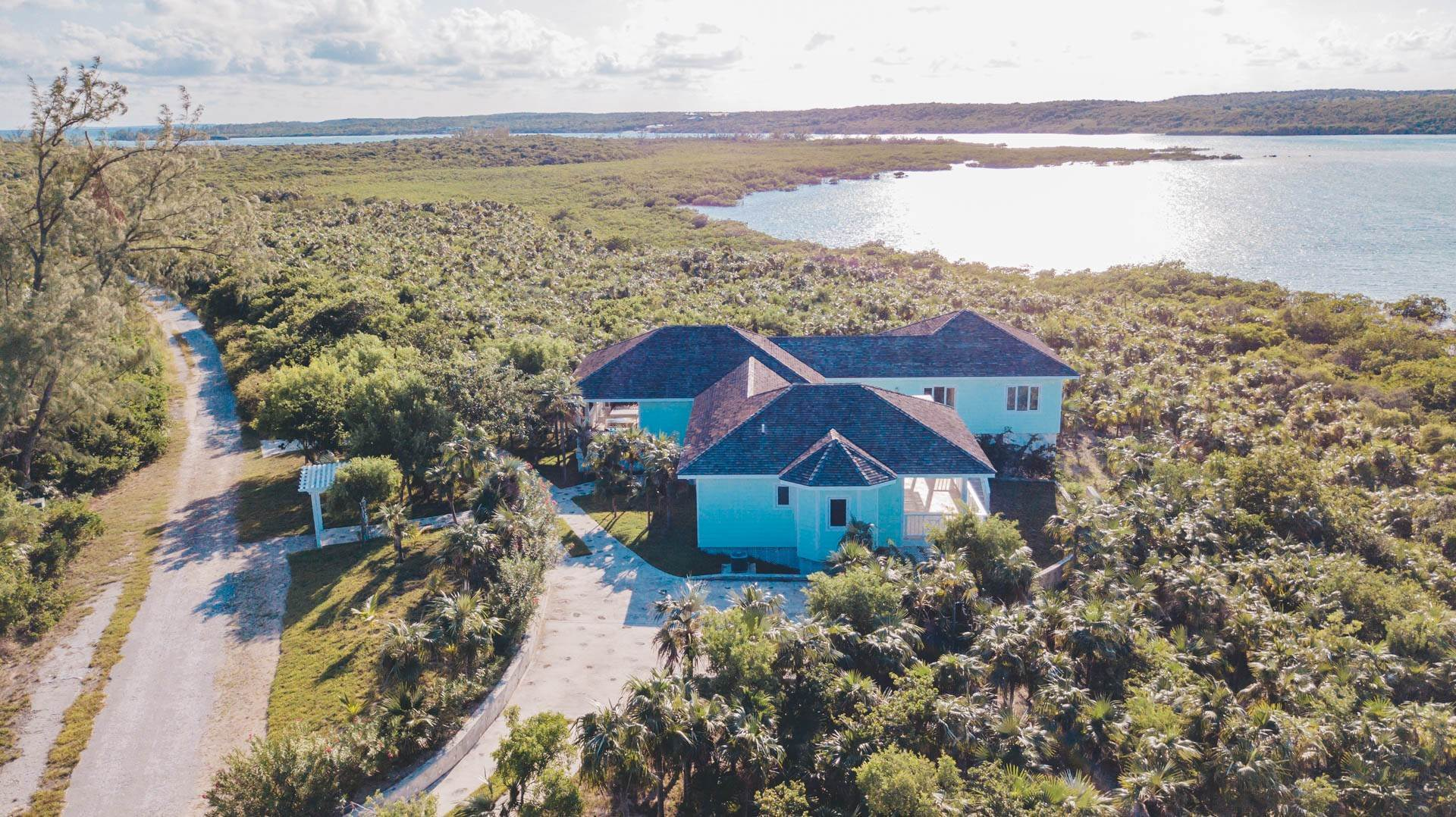 33. Single Family Homes for Sale at Savannah Sound Home - Windermere Island - MLS 44478 Windermere Island, Eleuthera, Bahamas