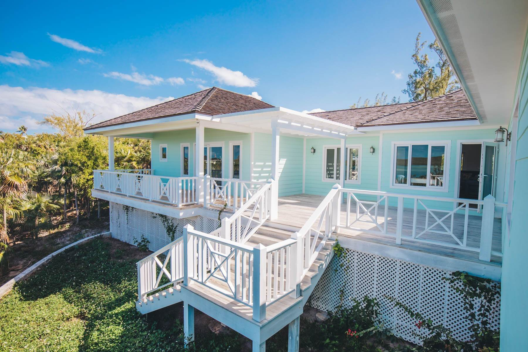 19. Single Family Homes for Sale at Savannah Sound Home - Windermere Island - MLS 44478 Windermere Island, Eleuthera, Bahamas