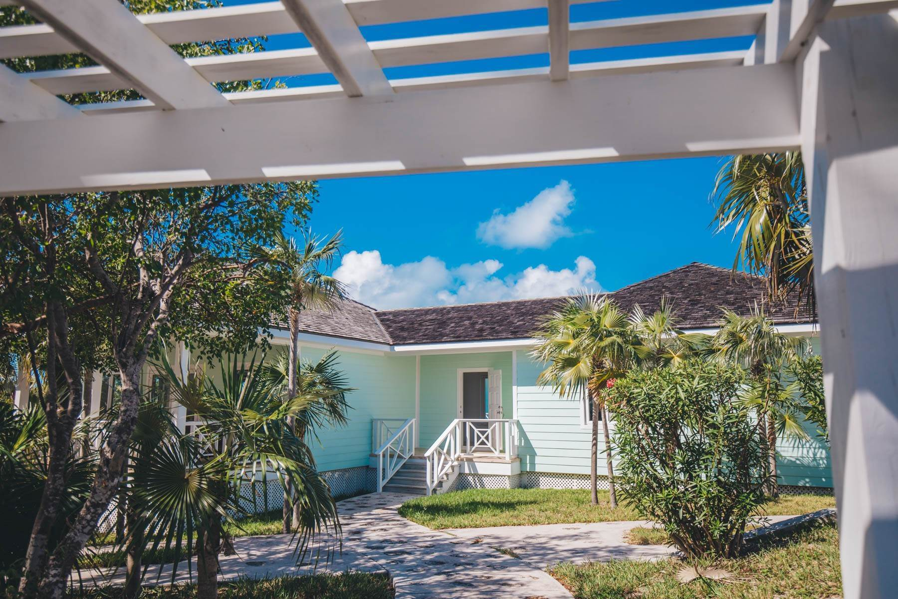 20. Single Family Homes for Sale at Savannah Sound Home - Windermere Island - MLS 44478 Windermere Island, Eleuthera, Bahamas