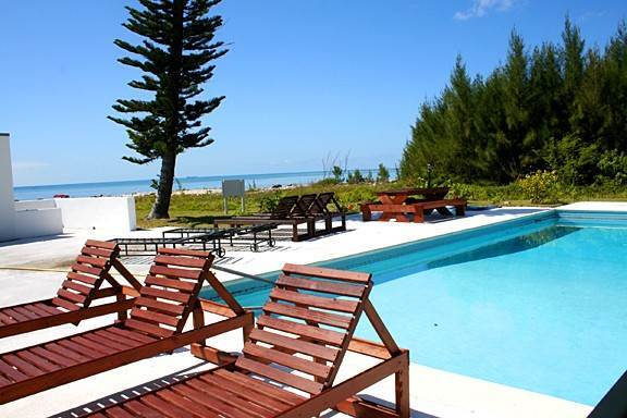 2. Co-op / Condominio por un Alquiler en Paradise Awaits! Newly Renovated Oceanfront 2 Bedroom Condo in Tyne Beach Bahama Terrace Yacht And Country Club, Gran Bahama Freeport, Bahamas