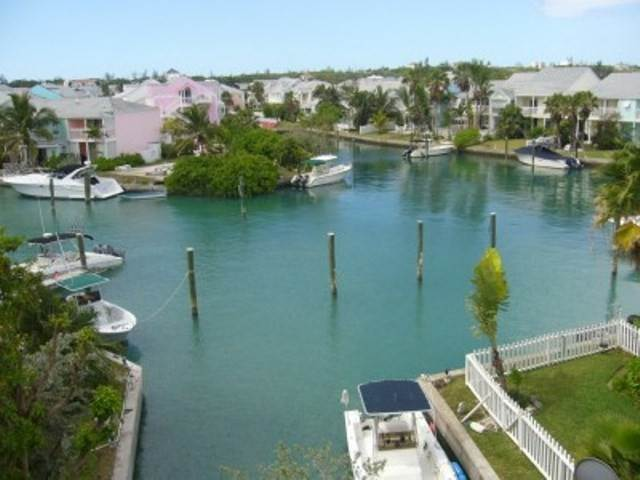 7. Single Family Homes for Sale at EXECUTIVE HOUSE FOR SALE IN SANDYPORT Sandyport, Cable Beach, Nassau And Paradise Island Bahamas