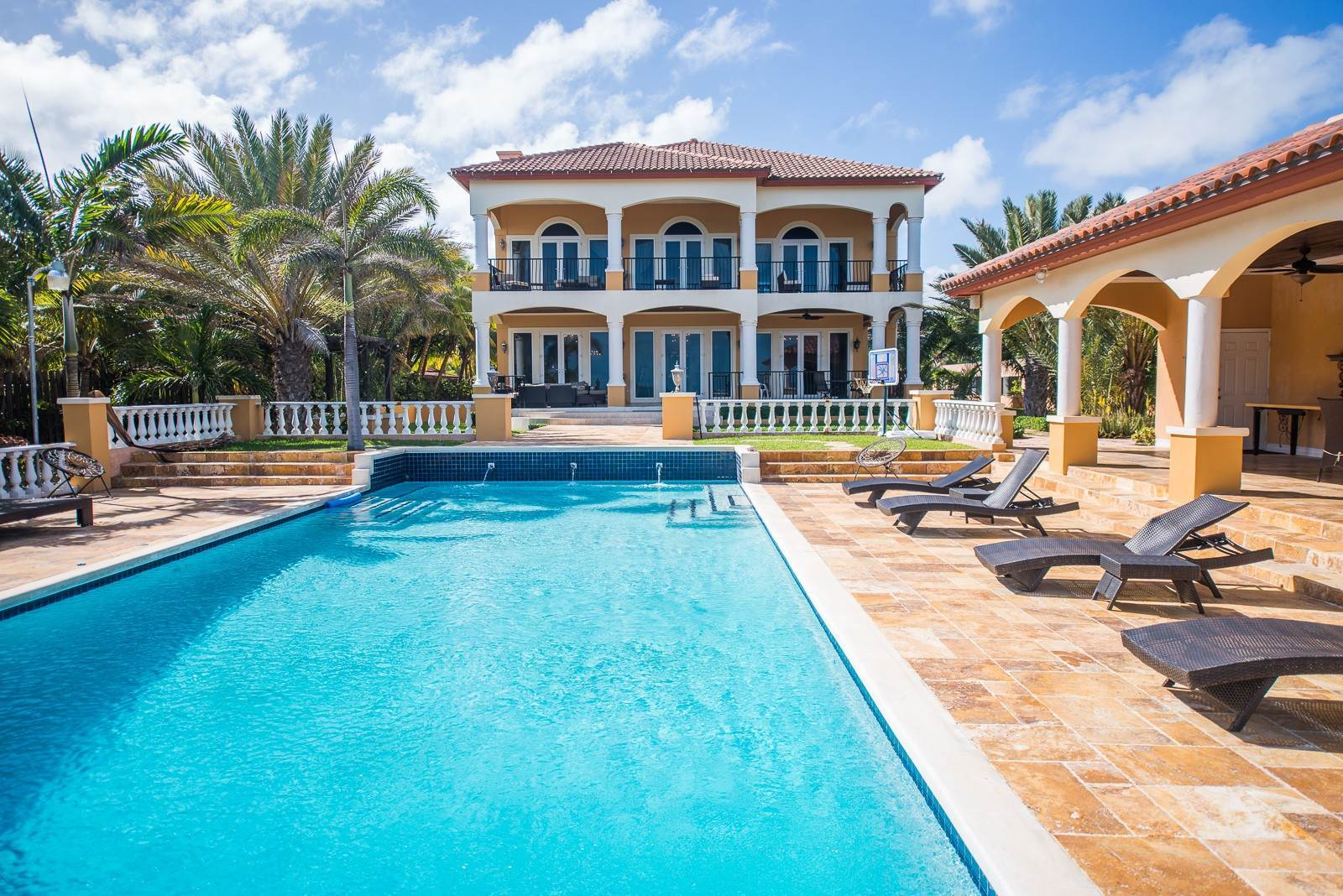 2. Single Family Homes for Sale at Exclusive Oceanside Eastern Jewel - Casa Al Mare - MLS 43222 Eastern Road, Nassau And Paradise Island, Bahamas