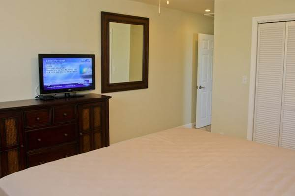 11. Co-op / Condo for Rent at Gorgeous 2 Bed Condo on the Canal Freeport And Grand Bahama, Bahamas