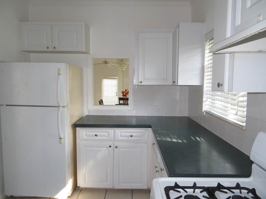 4. Co-op / Condominio por un Alquiler en Westridge newly furnished townhouse in a triplex with a gate and pool Westridge Estates, Westridge, Nueva Providencia / Nassau Bahamas