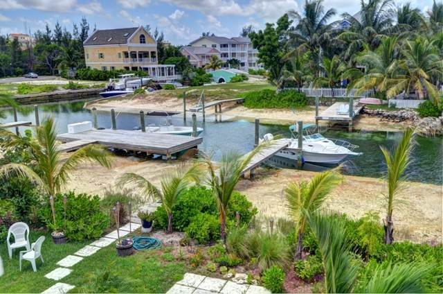 13. Single Family Homes por un Alquiler en Executive canal front home with dock in Sandyport, West Nassau Sandyport, Cable Beach, Nueva Providencia / Nassau Bahamas