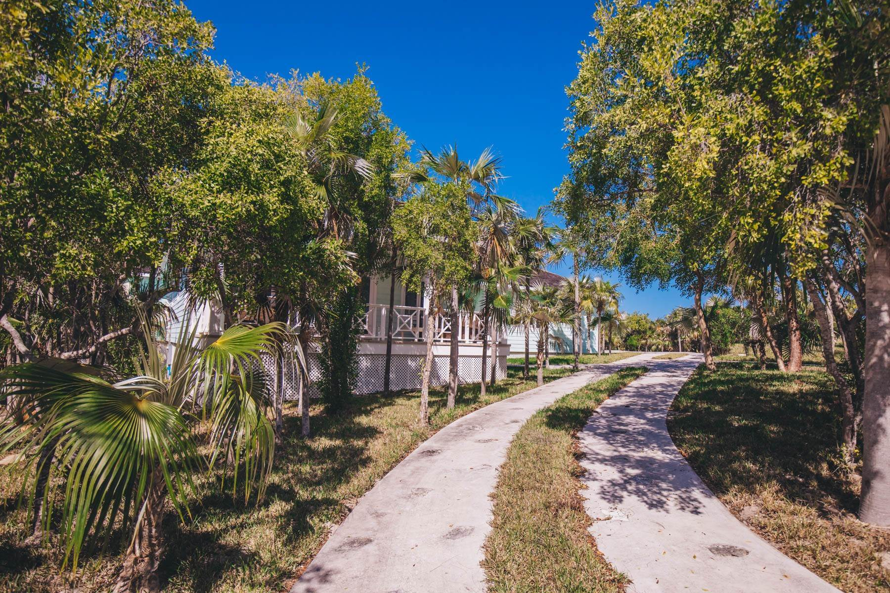 26. Single Family Homes for Sale at Savannah Sound Home - Windermere Island - MLS 44478 Windermere Island, Eleuthera, Bahamas