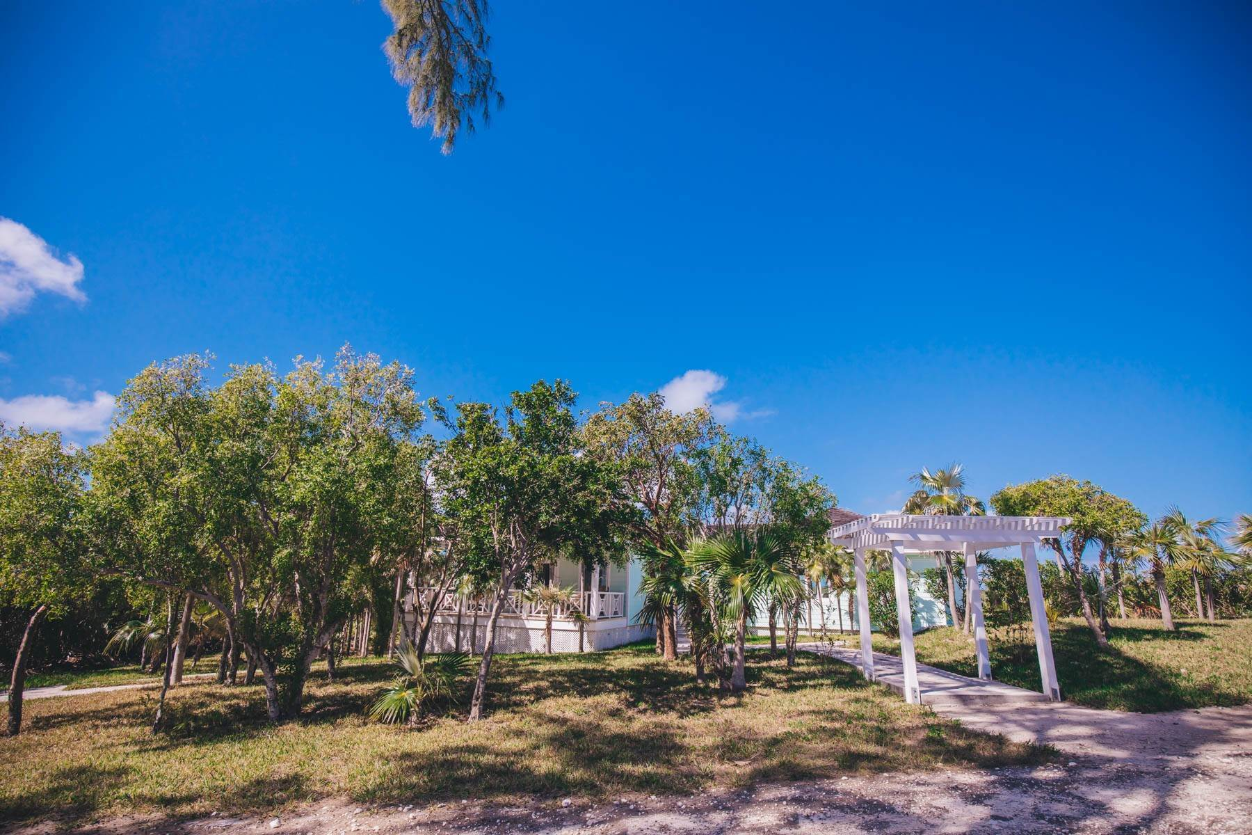 27. Single Family Homes for Sale at Savannah Sound Home - Windermere Island - MLS 44478 Windermere Island, Eleuthera, Bahamas