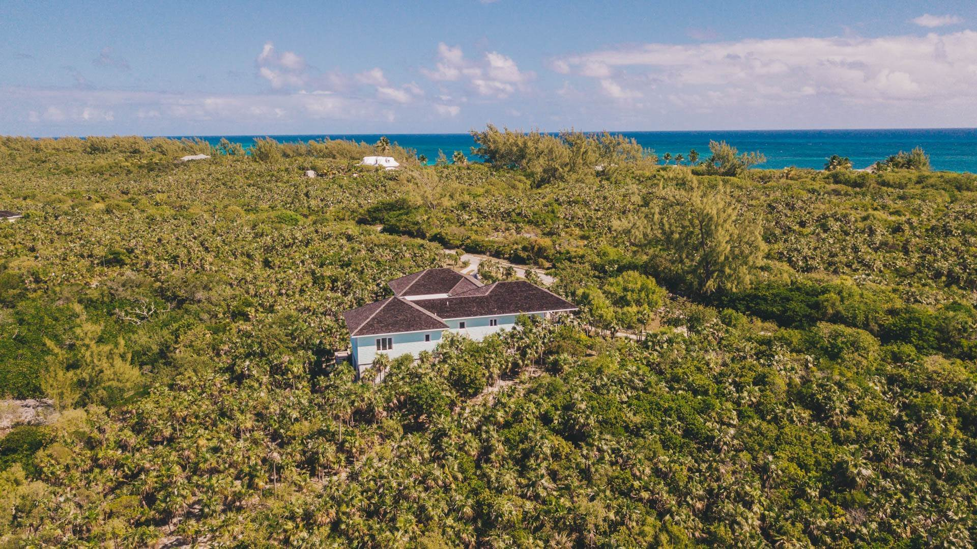 35. Single Family Homes for Sale at Savannah Sound Home - Windermere Island - MLS 44478 Windermere Island, Eleuthera, Bahamas
