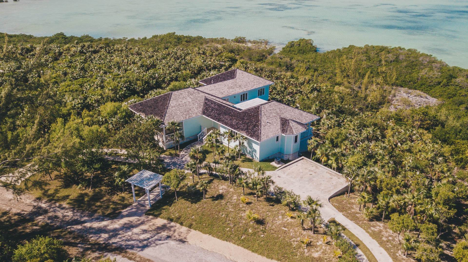 37. Single Family Homes for Sale at Savannah Sound Home - Windermere Island - MLS 44478 Windermere Island, Eleuthera, Bahamas