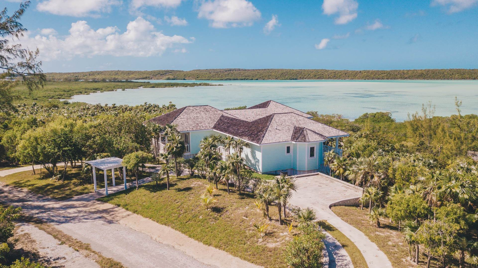 38. Single Family Homes for Sale at Savannah Sound Home - Windermere Island - MLS 44478 Windermere Island, Eleuthera, Bahamas