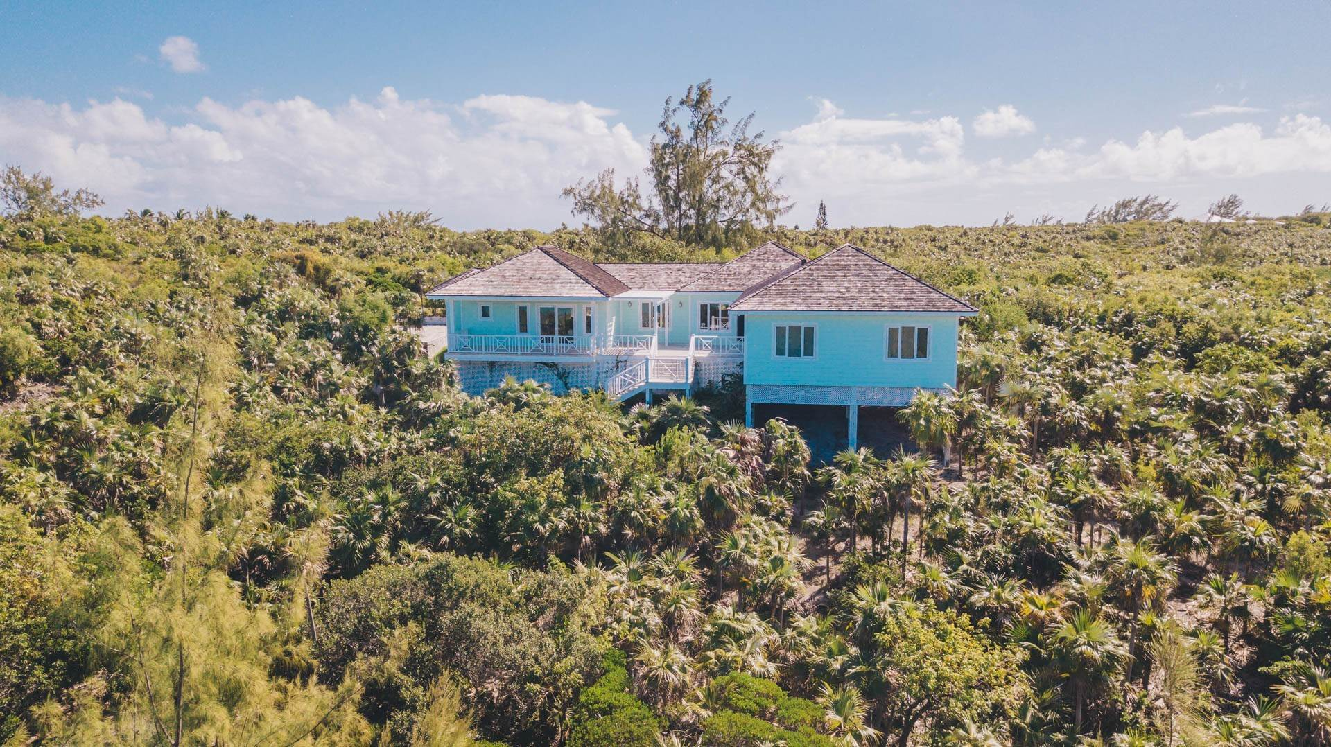 39. Single Family Homes for Sale at Savannah Sound Home - Windermere Island - MLS 44478 Windermere Island, Eleuthera, Bahamas